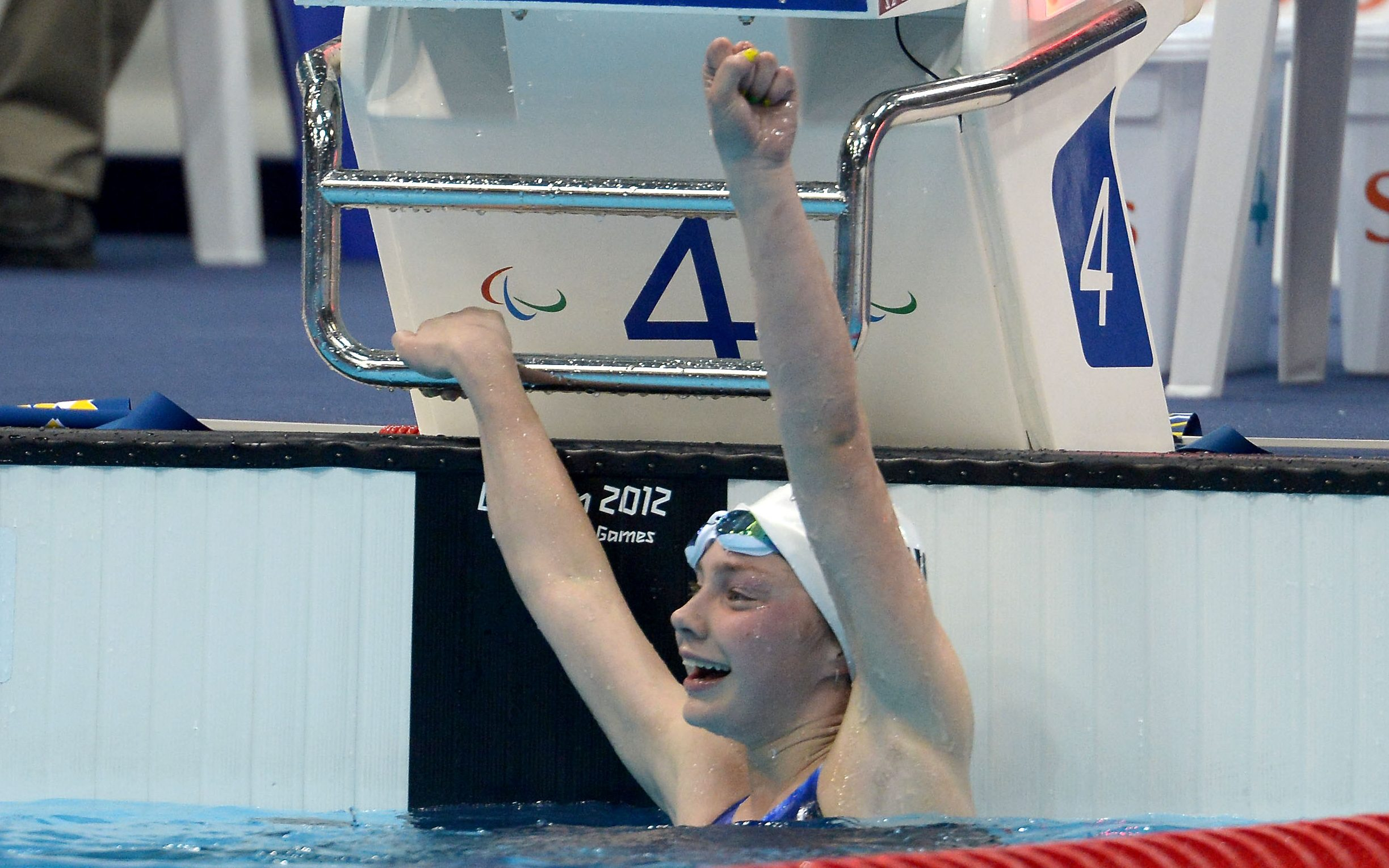 Maddie Elliott and the women's relay team storm to Glasgow gold