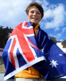 Sochi 2014 Closing-flag Tudhope