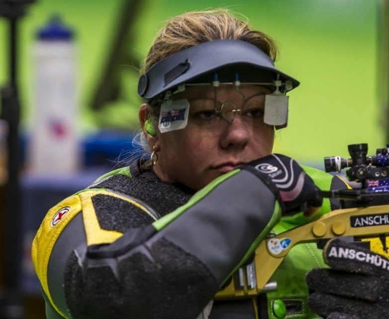 Smith, Kosmala miss shooting medals on day one