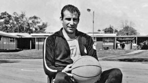 Young Frank Ponta with basketball partly photoshopped (3)